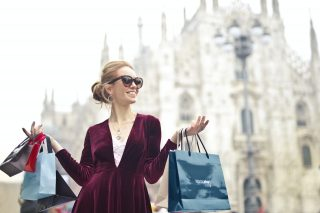 A happy customer with her shopping bag. Photo/Pexels